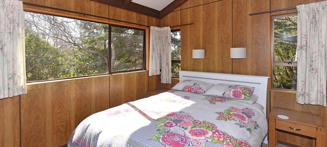 Bedroom 4 (Upstairs): Queen bed.