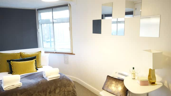 BR4 Heathrow Airport Double room *24h bus to LHR*