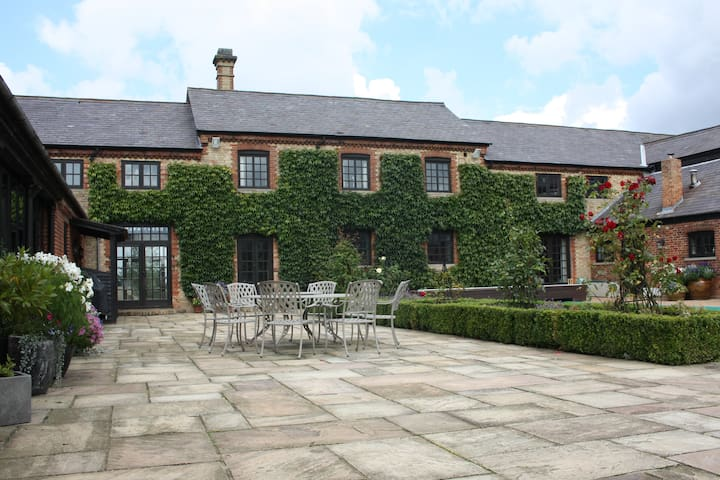 Luxury Barn Conversion near Woburn - Ridgmont - Bed & Breakfast