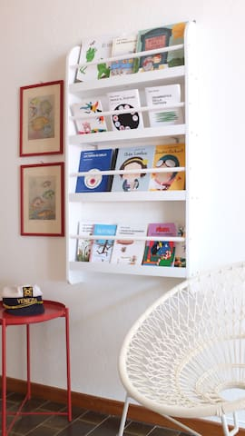 Kids library: Italian, French, German and English books