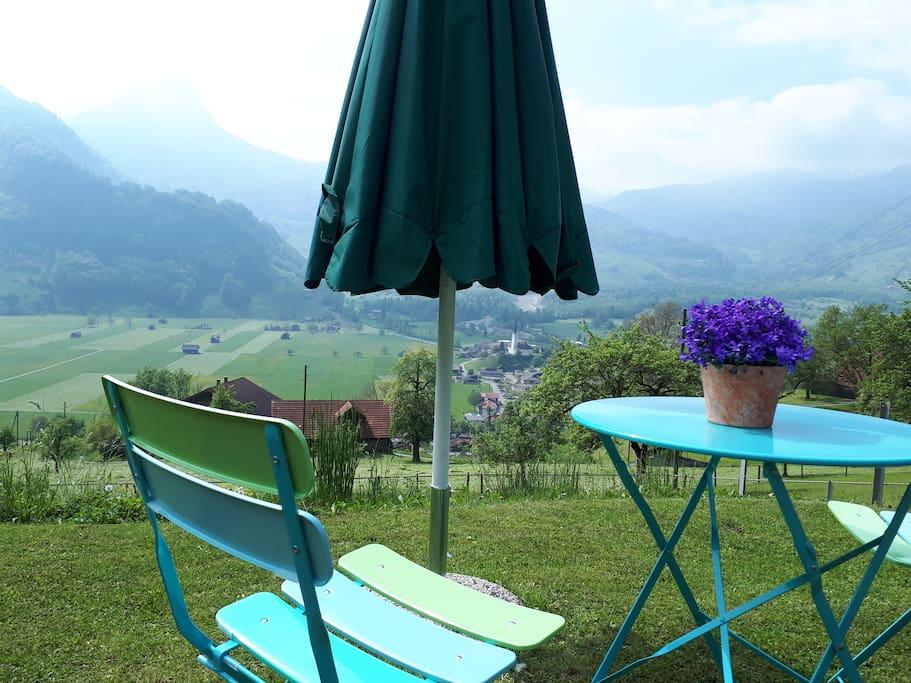 Gartensitzplatz inkl. Tisch und 2 Stühlen