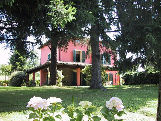 Luxury House with large garden - Barga - Huis