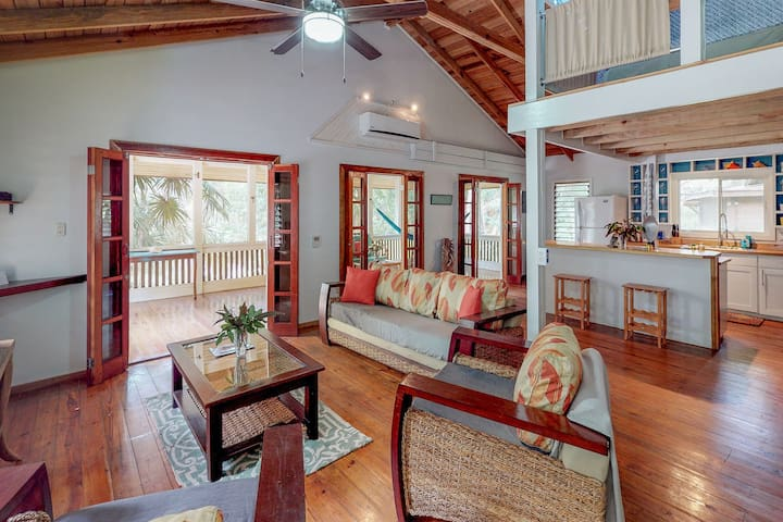 Inviting cabana with enclosed porch near beach & dining