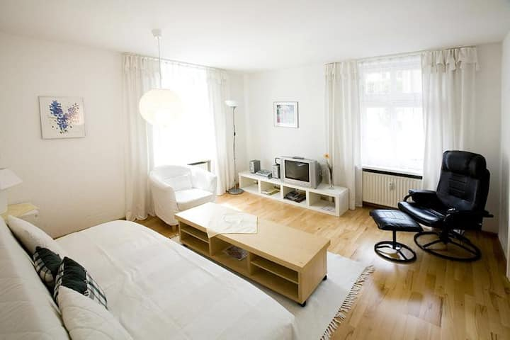 """Charming Apartment """"Ferienwohnung Bregenz 6 Top 1"""" in Central Location Close to Lake Constance with Wi-Fi, Terrace & Garden"""