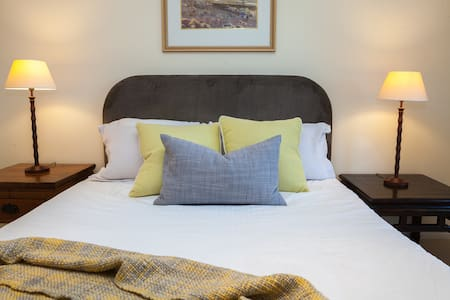 Country House Accommodation - Woodend North - House