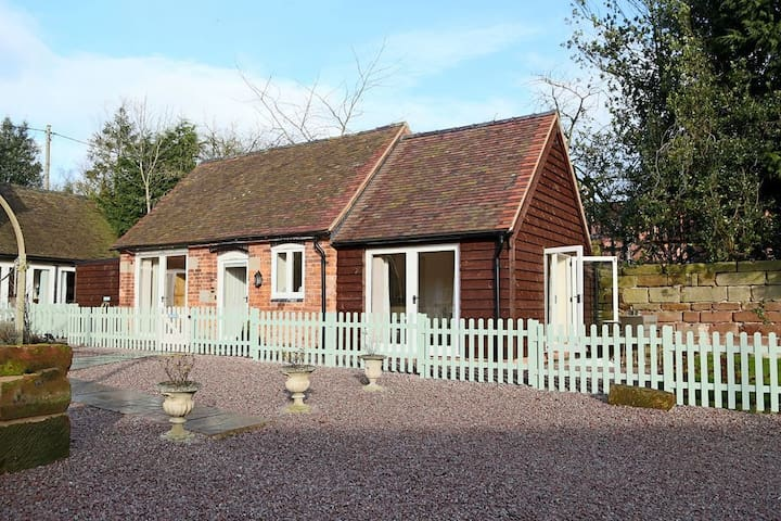 Oxlip Barn Sleeps 3  original barn features with open plan living - Nr Shrewsbury - House