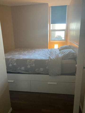 Spacious one bedroom downtown calgary