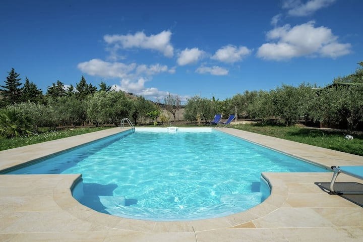 Apartment in annex with swimming pool right in the Sicilian countryside
