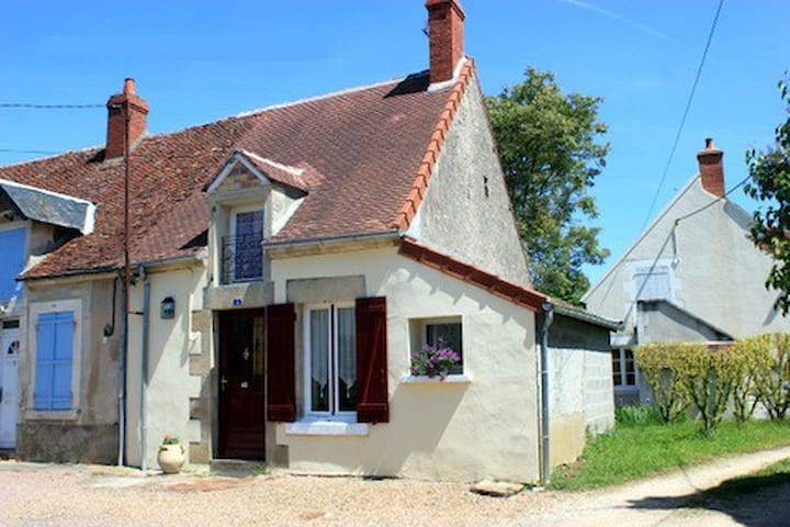 Compact country house, Burgundy - Villatte  - Huis