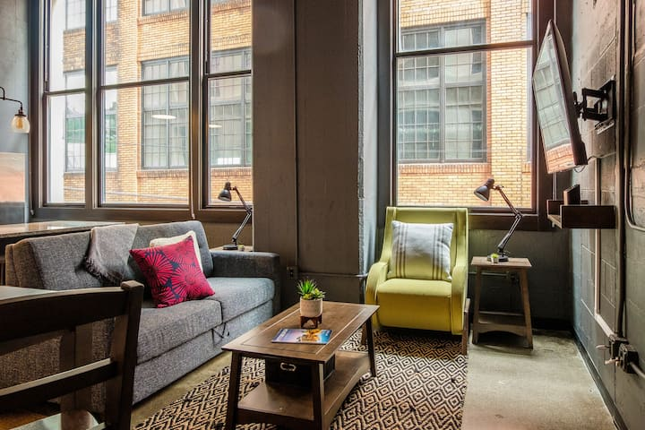 Bright 1BR near Downtown