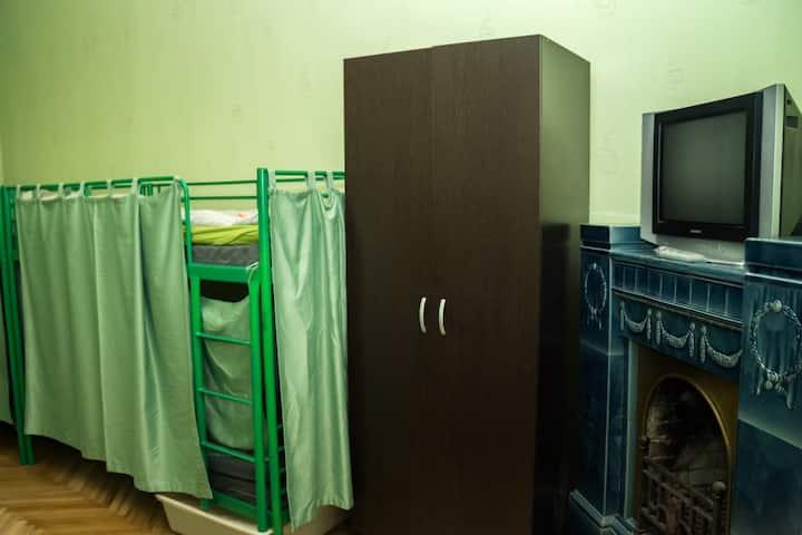 Место в 10-местном номере на Некрасова