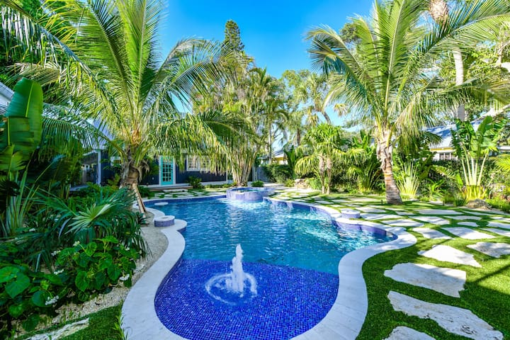 Blue Pearl - darling renovated beach cottage, best backyard pool on AMI!