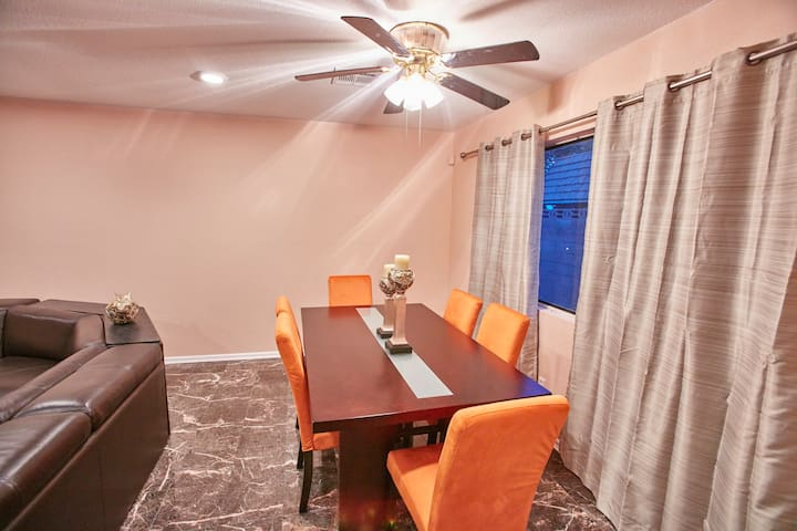 Cozy 3  bedroom house with pool - Las Vegas - Rumah