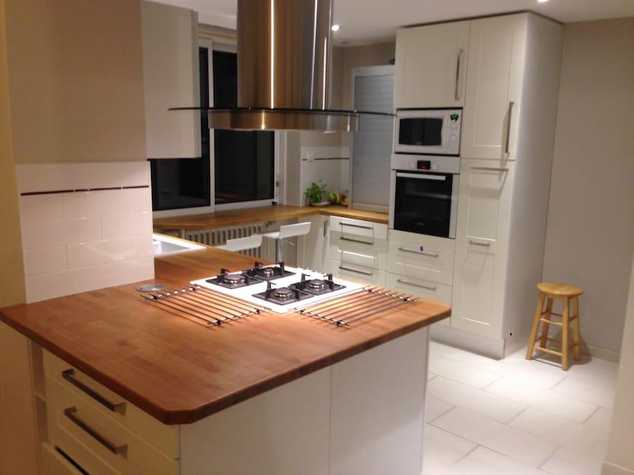Cuisine, spacieuse moderne et  fonctionnelle