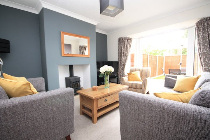 A Refurbished, comfy house with great facilities.
