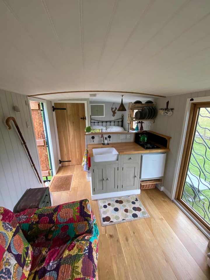 Homington Hideaway, a shepherds hut hidden away