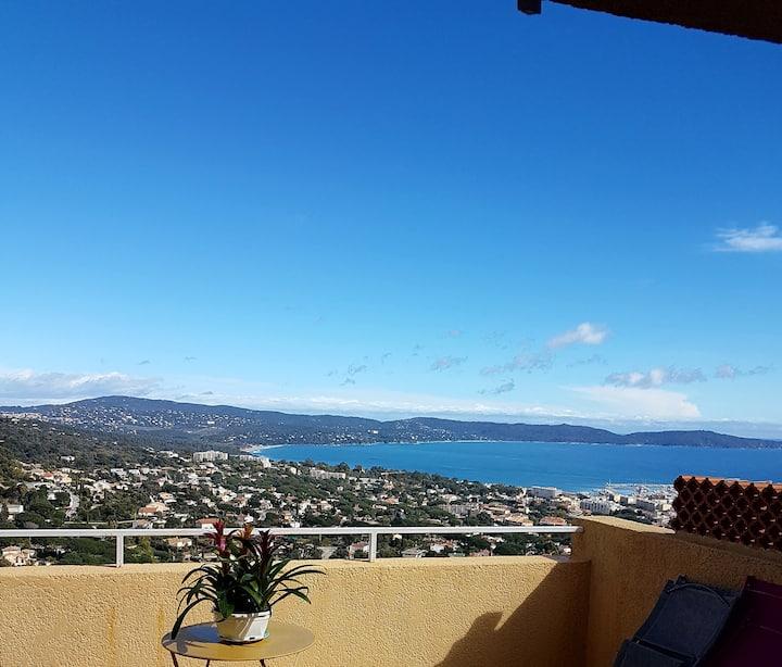 Vue panoramique sur la baie de Cavalaire sur mer