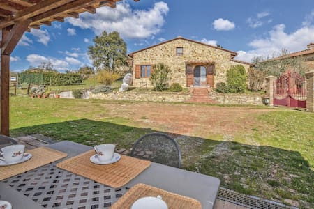 Holiday cottage with 3 bedrooms on 67m² in Murlo (SI)