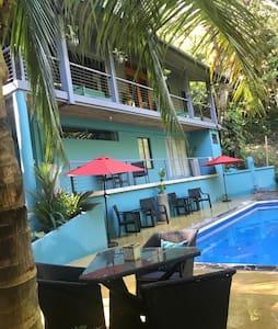Casa Hermanas - In the Heart of Manuel Antonio