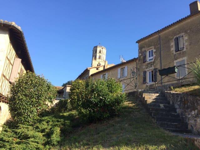 Maison T4 au coeur d'un village gersois MAUVEZIN