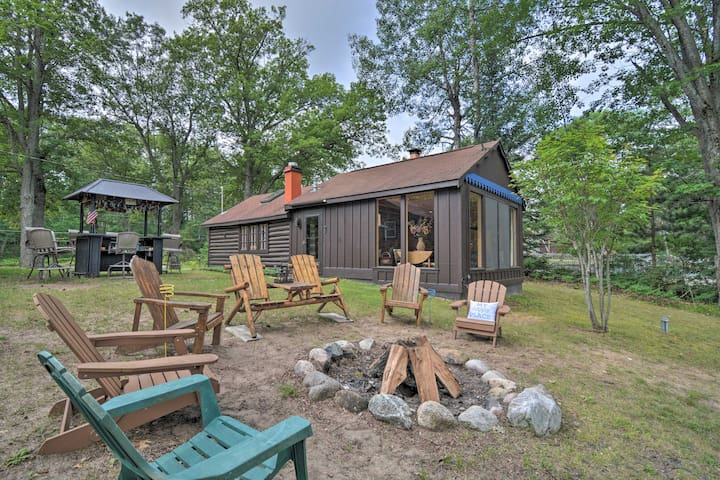 NEW! Cabin on Rush Lake w/Tiki Bar, Grill & Kayaks