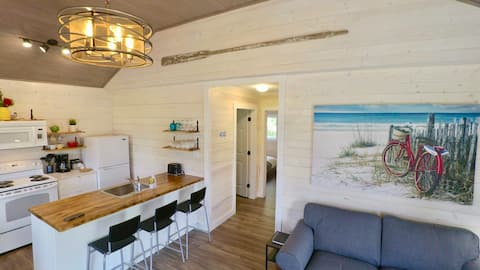 SeaScape Cottage @ the Beach With Lighthouse View