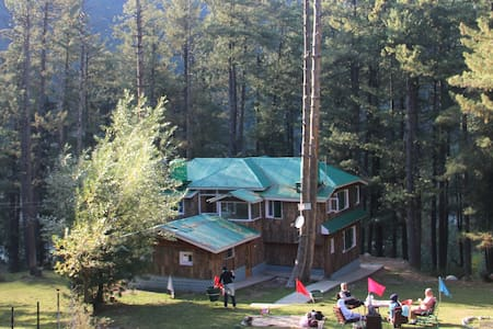 Breeze Wood Cottage - Kangri Room - Pahalgam - Cabane
