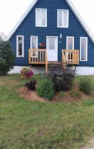 La maison bleue aux baleines - Gaspé - Dom