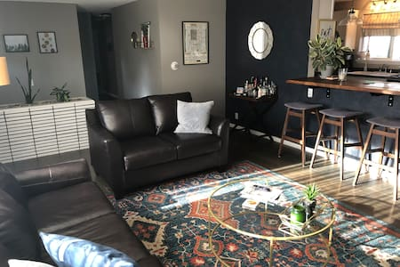 Updated Home - Walking Distance to many GJ spots