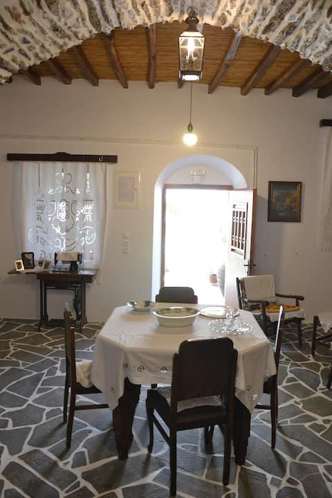 Kamniti dvorec Roussos