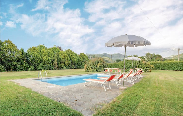 Holiday apartment with 3 bedrooms on 120m² in Filattiera (MS)