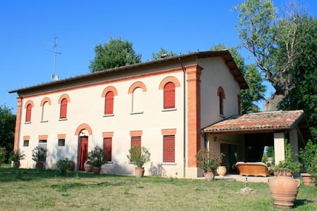"Villa Mongardi - Camera ""Cecilia"" - Riolo Terme - Bed & Breakfast"