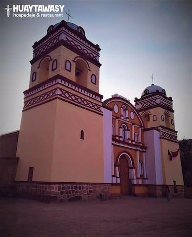La Iglesia San Juan Bautista fue construida en el siglo XV por el Inca Yupanqui (Pachacútec). Fue transformado en iglesia sobre lo que sería un templo inca en el siglo XVI con la llegada de los españoles.