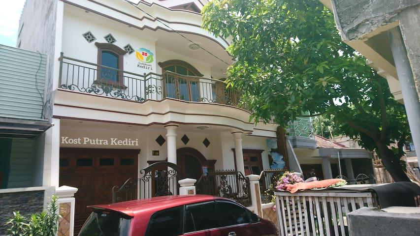 Home Stay Syariah Wisma Asri, Kediri