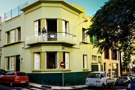 BIG ROOM IN BEAUTIFUL OLD VILLA, SANTA CRUZ•CENTER - Santa Cruz de Tenerife