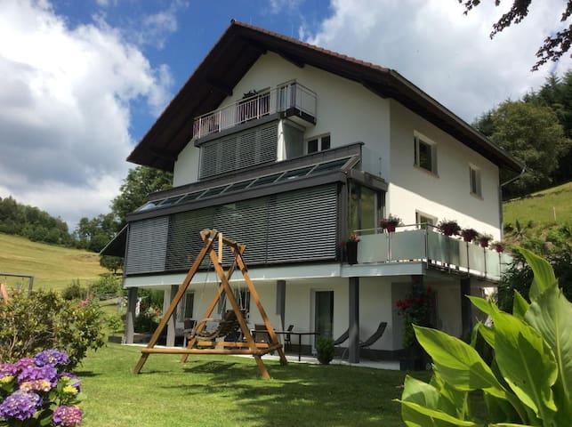 Traumhafte Ferienwohnung im Südschwarzwald mit Pool