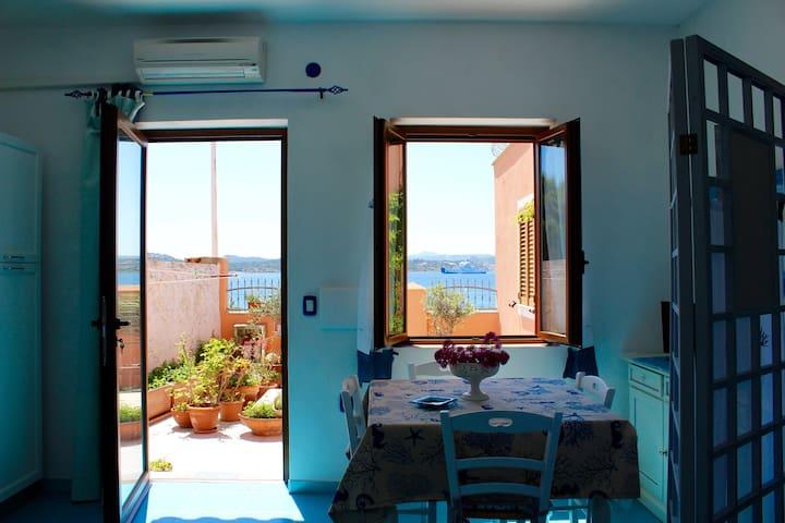 Monolocale Vista Mare con spiaggia sotto casa