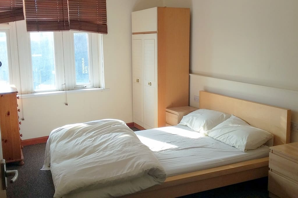 Lower bed in Room 1