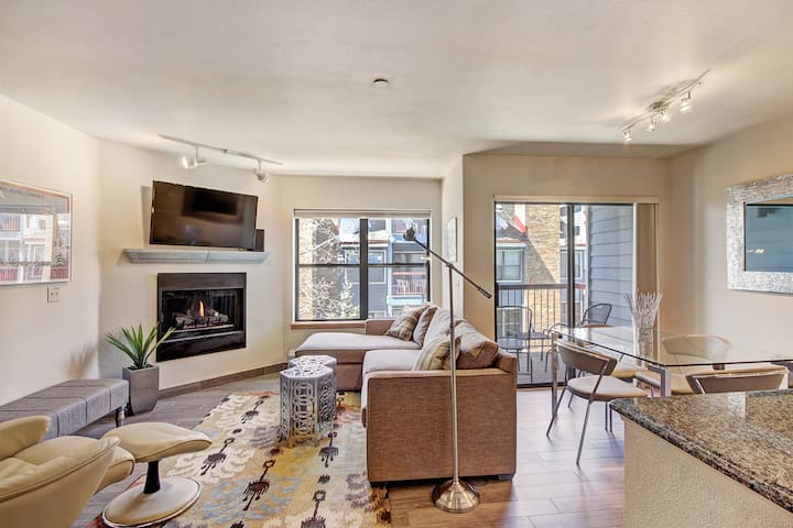 Comfortable and Convenient Ski-In 2 Bedroom Condo Minutes to the Lifts