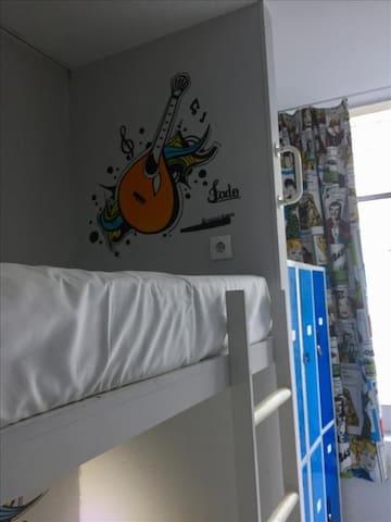 GOLDEN TRAM 242 - 10 BED MALE ROOM / SHARED ROOM