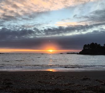 Mendocino Mermaid, A Spring Ranch Ocean Retreat - Mendocino - Hus