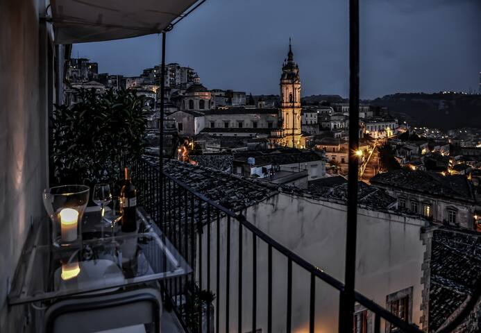 Artist's hideaway with stunning view over Modica