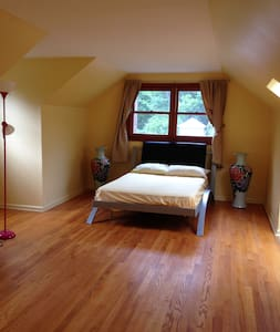 Spacious Master Suite + Private Bath in Princeton - Princeton