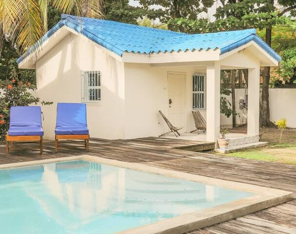 VILLA PEQUENA...poolside for 2...steps to beach!!
