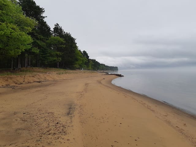 Forest chalet,200 ft sandy beach, lk superior view