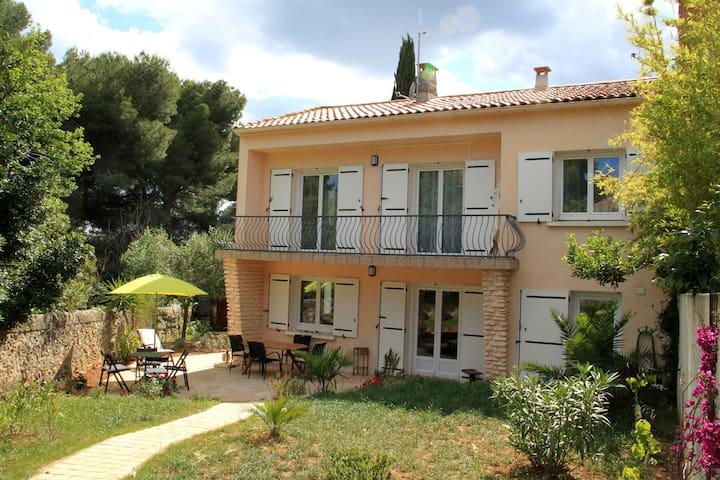 Villa, terrasse  et jardin à la corniche de Sete - Sète - Villa