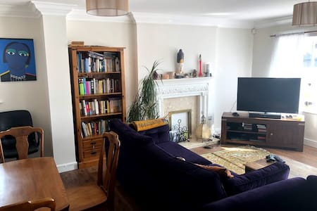 2 bed flat in L17 (30 seconds from train station)