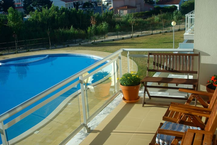 Attractive Spacious Apartment - São Martinho do Porto - Apartamento