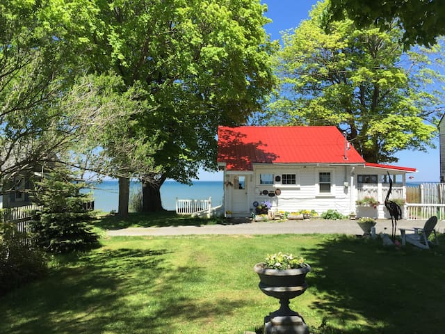 WATERFRONT tiny home on Great Lake-WINTER & SUMMER - Lyndonville - Rumah