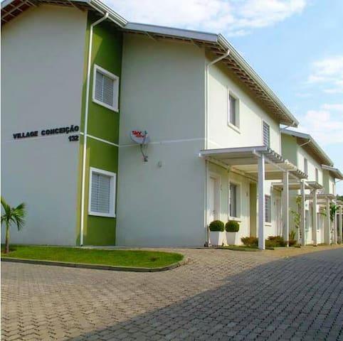 Casa em condomínio (Sousas)